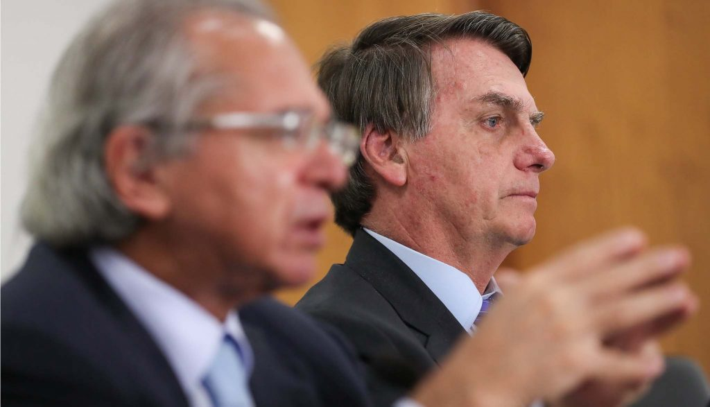 Le Monde speaks of increased tensions in Brazil and 'Army action call'