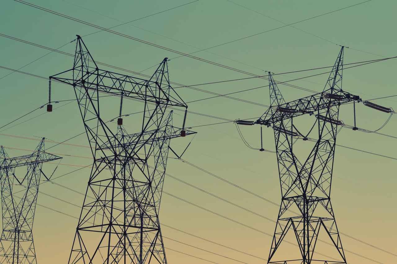 Man climbs high-voltage tower and half of the country has no electricity: Jornal de Notícias