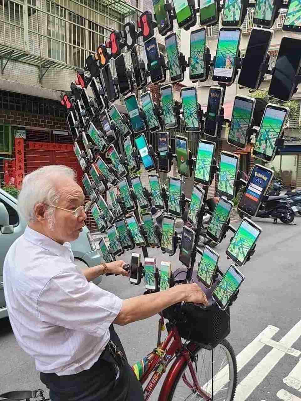'Pokémon Go grandpa' already has 64 cell phones on bicycle