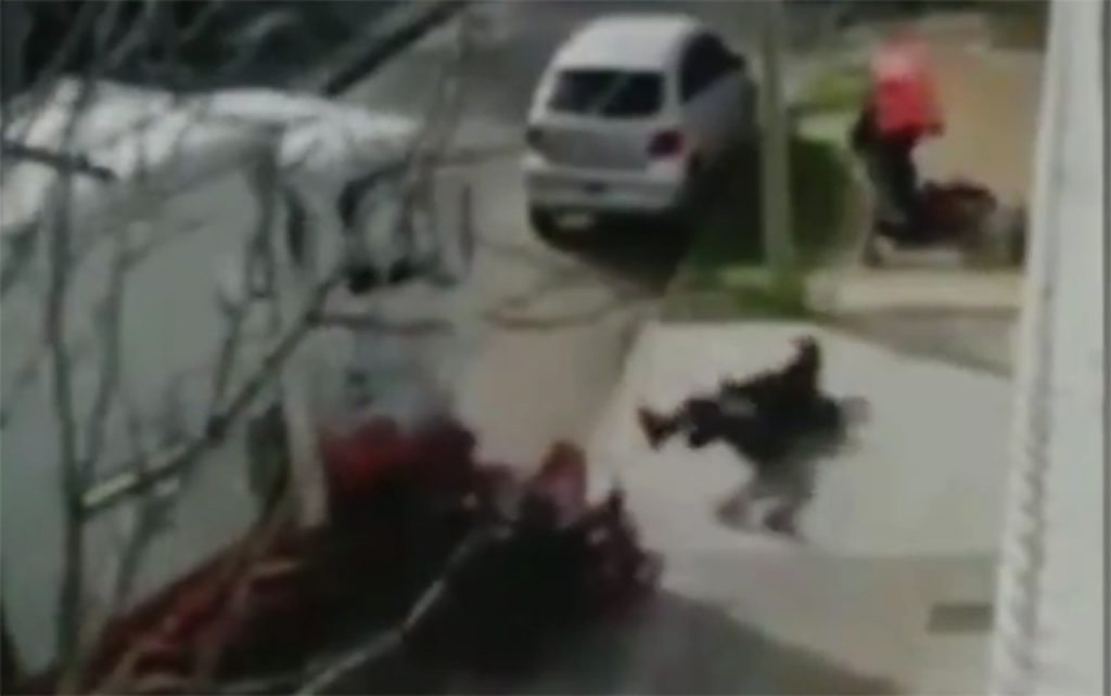 Flagrant: truck runs over robber to save victim