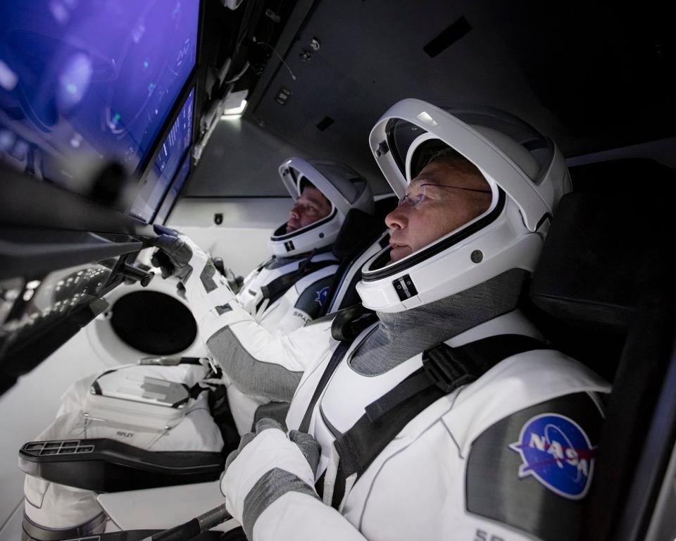 LIVE 🔴 NASA astronauts are already on the ship